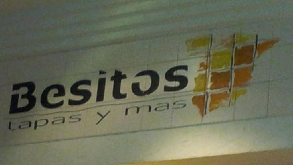 Bild vom Schriftzug des Besitos über der Bar
