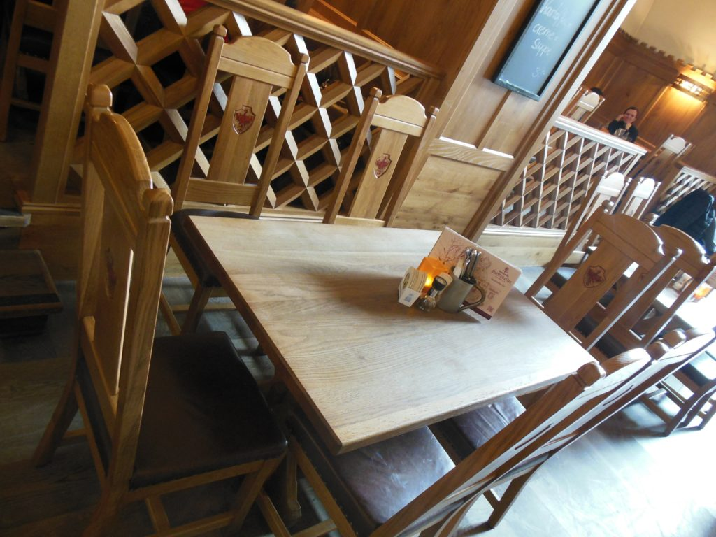 Bild vom Tisch im Rittersaal des Stiftskeller Innsbruck