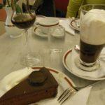 Bild vom Sachertorte mit Kaffee und Kaffeelikör