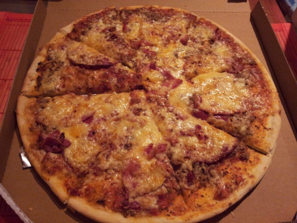 Pizza vom Star Pizza Lieferdienst in der Schlossstrasse Stuttgart