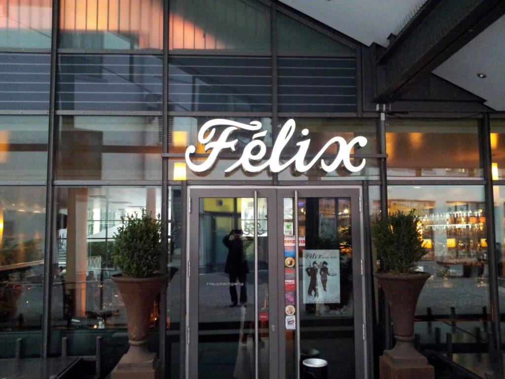 Bild vom Eingang des Felix im Boschareal in Stuttgart