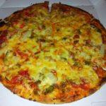 """Pizza von Sky Pizza Stuttgart (Salami, Speck, Hackfleisch, Paprika, """"scharfe"""" Peperoni und zusätzlich Spargel)"""