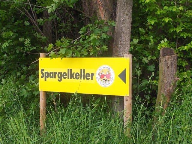 Bild vom Richtungspfeil zum Spargelkeller Fellbach