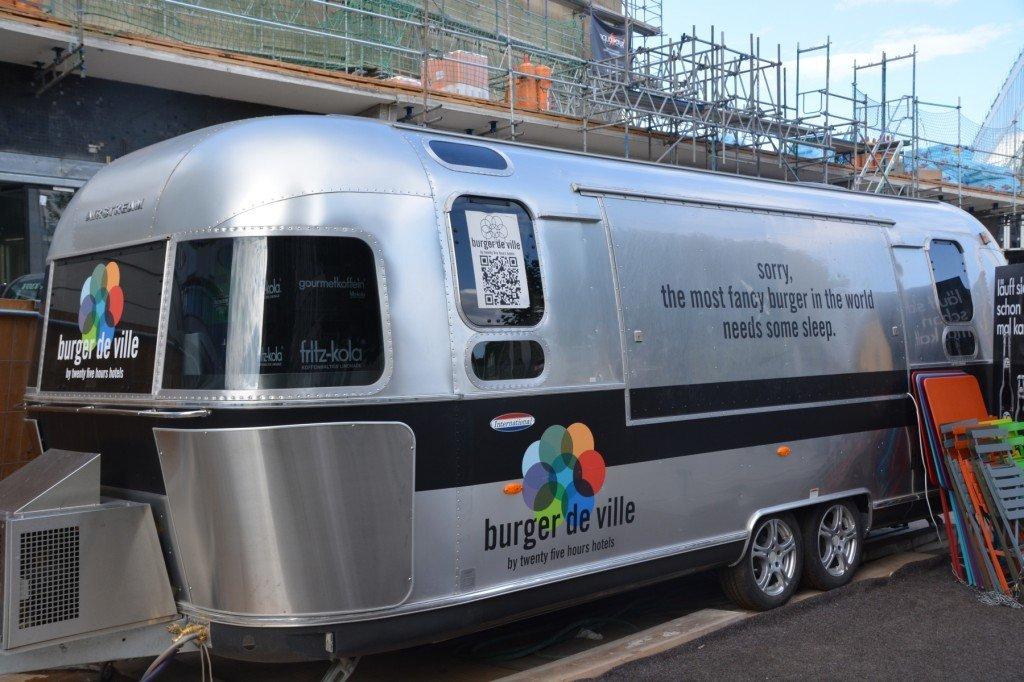 Bild vom silbernen Imbisswagen Burger de Ville Berlin