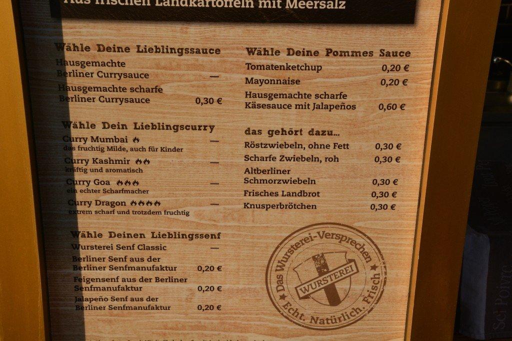Currywurstteil der Speisekarte der Wursterei Berlin