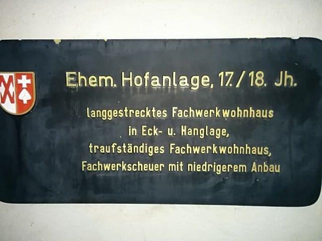 Schild zr Gebäudebeschreibung am Wichtel Ditzingen