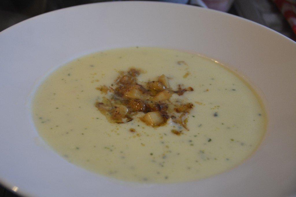 Kartoffelcremesuppe mit Gorgonzola und Birne