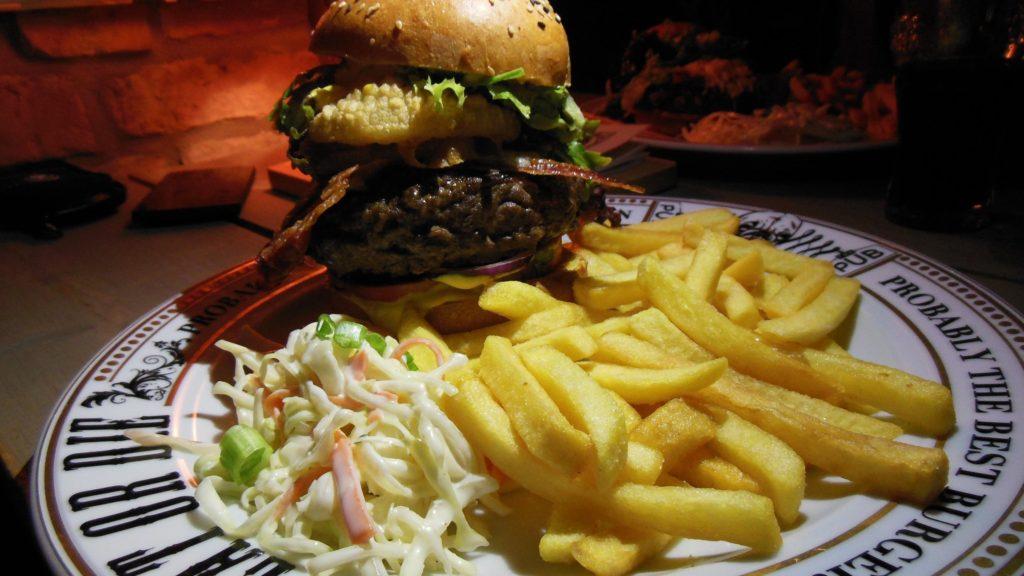 England Royal Burger mit 300 g Fleisch im The Pub Berlin