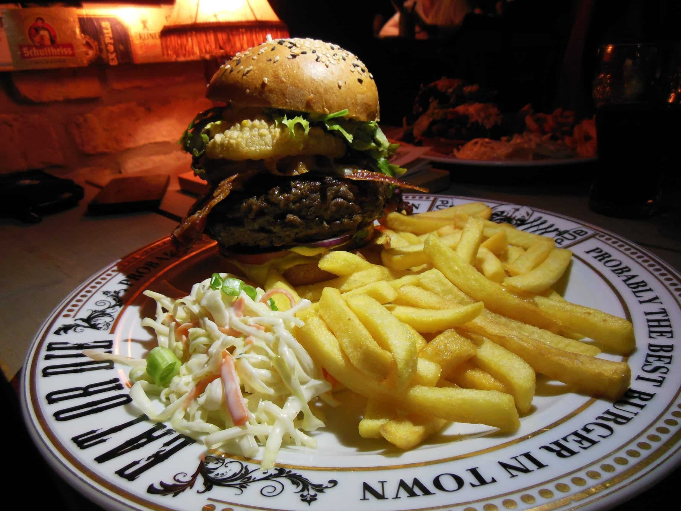 England Royal Burger mit 300 g Fleisch im The Pub Berlin