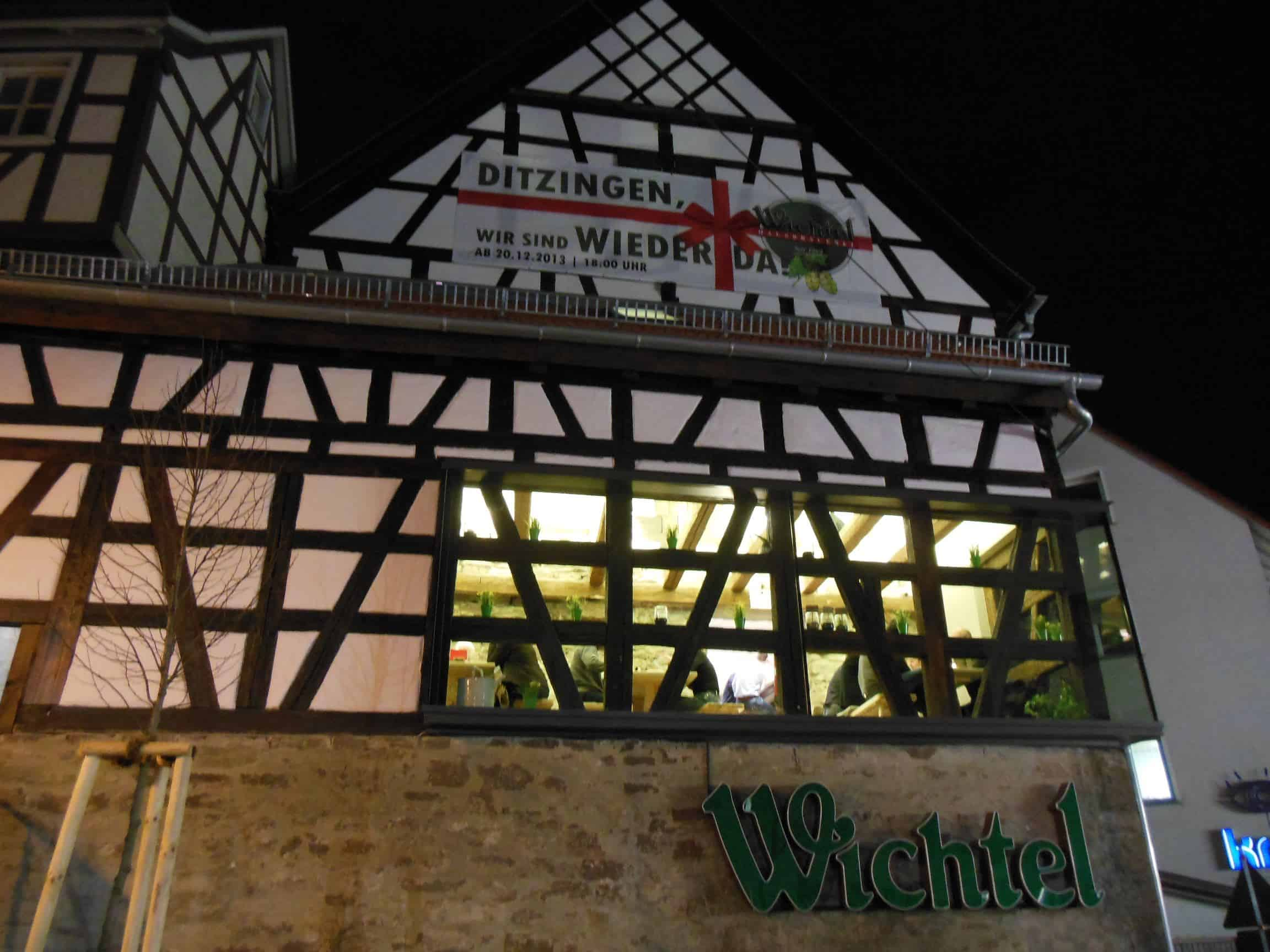 Außenansicht des Wichtel Ditzingen von der Münchinger Strasse her