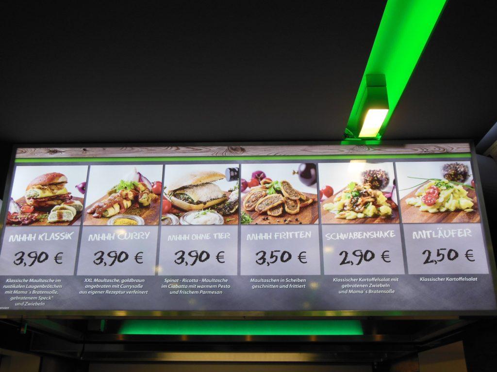 Speisekarte über der Theke des Running Mhhh POINT Stuttgart