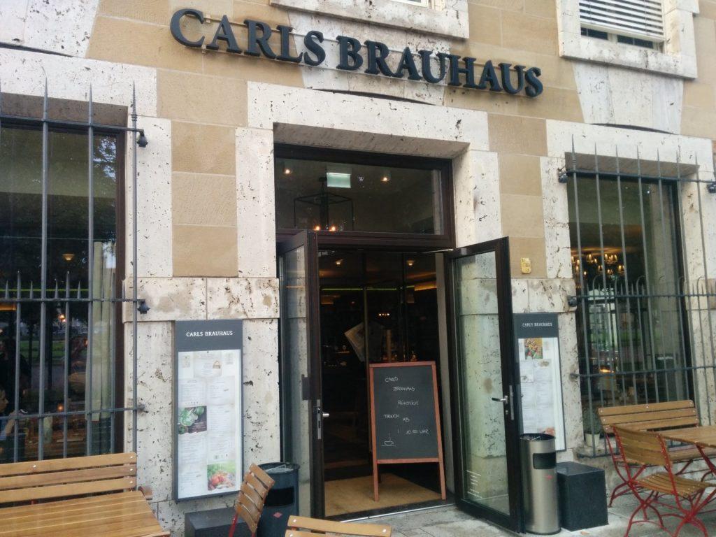 Das Carls Brauhaus Stuttgart vom Schloßplatz her