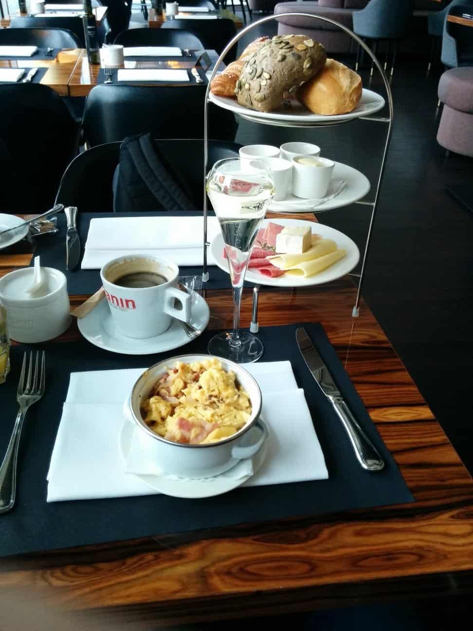 Frühstück bis zum Abwinken im Manin Saarbrücken...