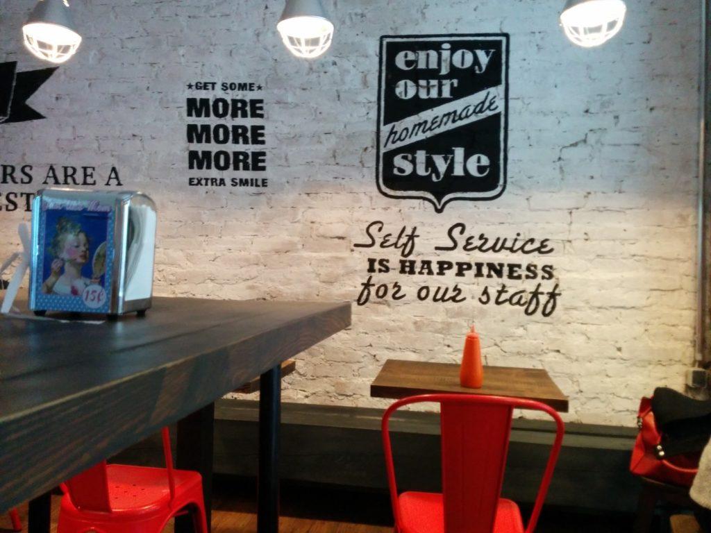 Blick quer durch das Burgers Berlin Charlottenburg