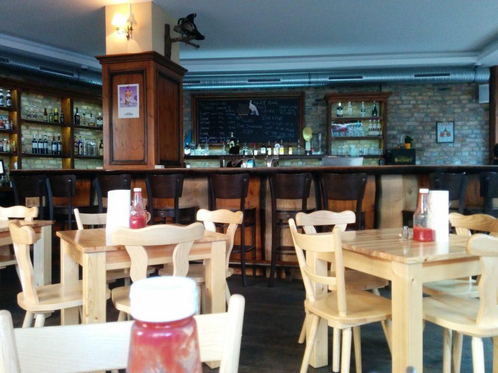 Blick Richtung Bar im The Bird Kreuzberg