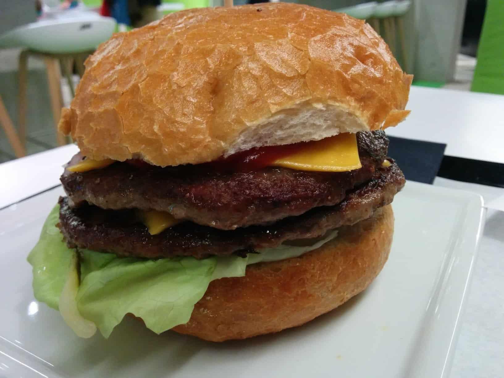 Cheeseburger mit doppelt Fleisch im Aloha Burger Stuttgart