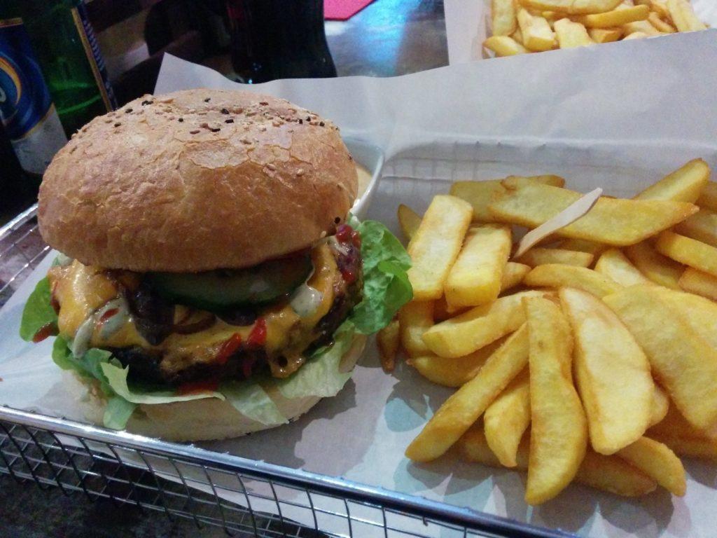 Triple B Burger mit 200 g Rindfleisch