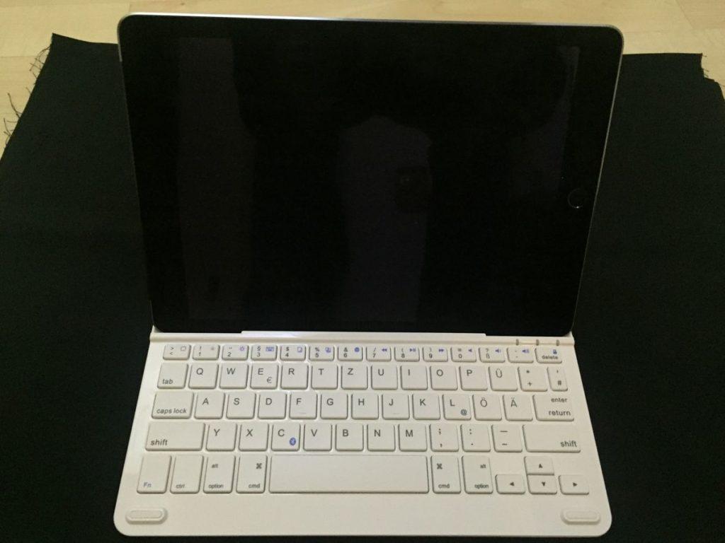 iPad Air 2 in Halterung der Anker Bluetooth Tastatur TC930
