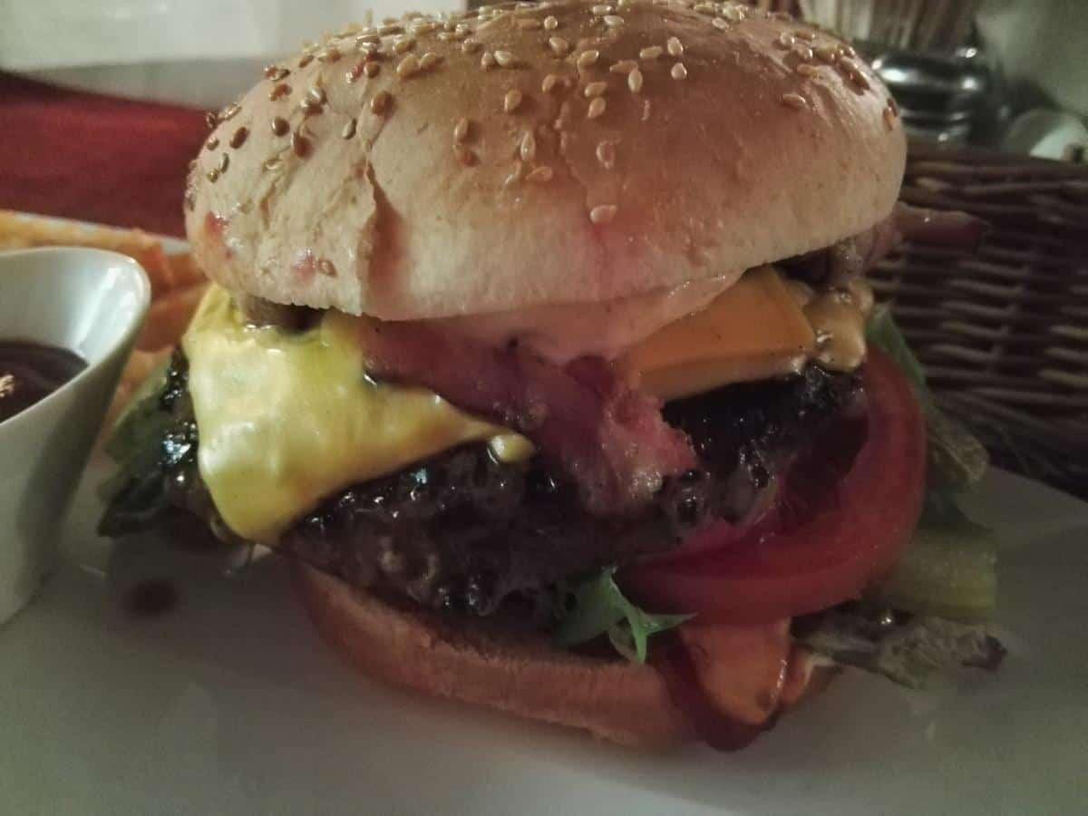 Grillburger im Kolme Konna Grill im Restaurant Peppersack Tallinn