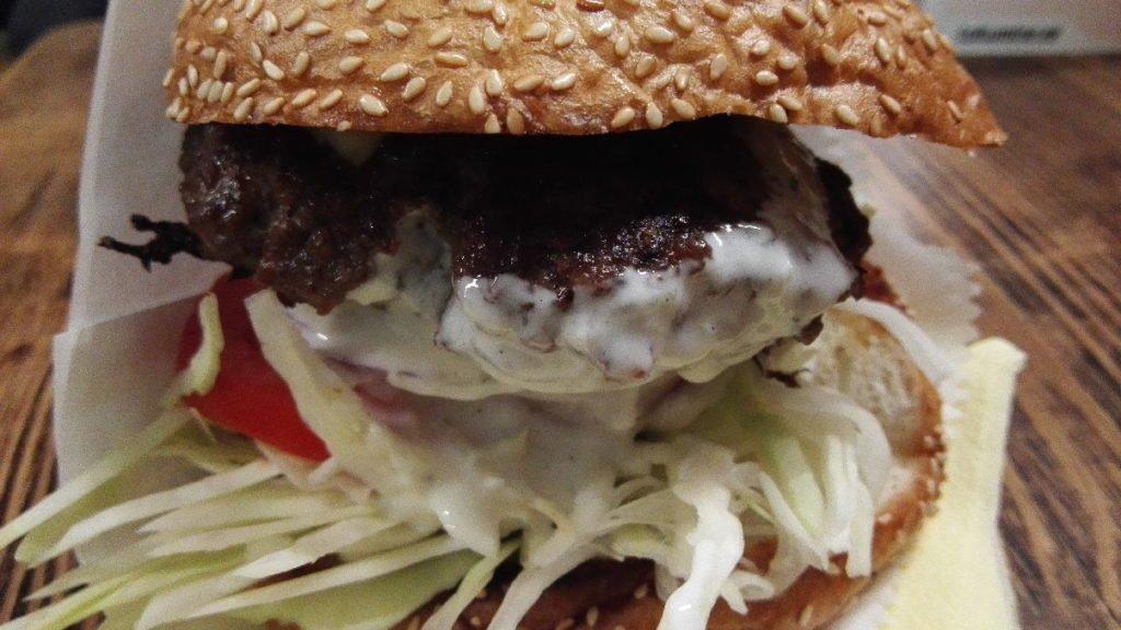 Hallitusjuustu burger / Bluecheese Burger im Dereku Burger Tallinn