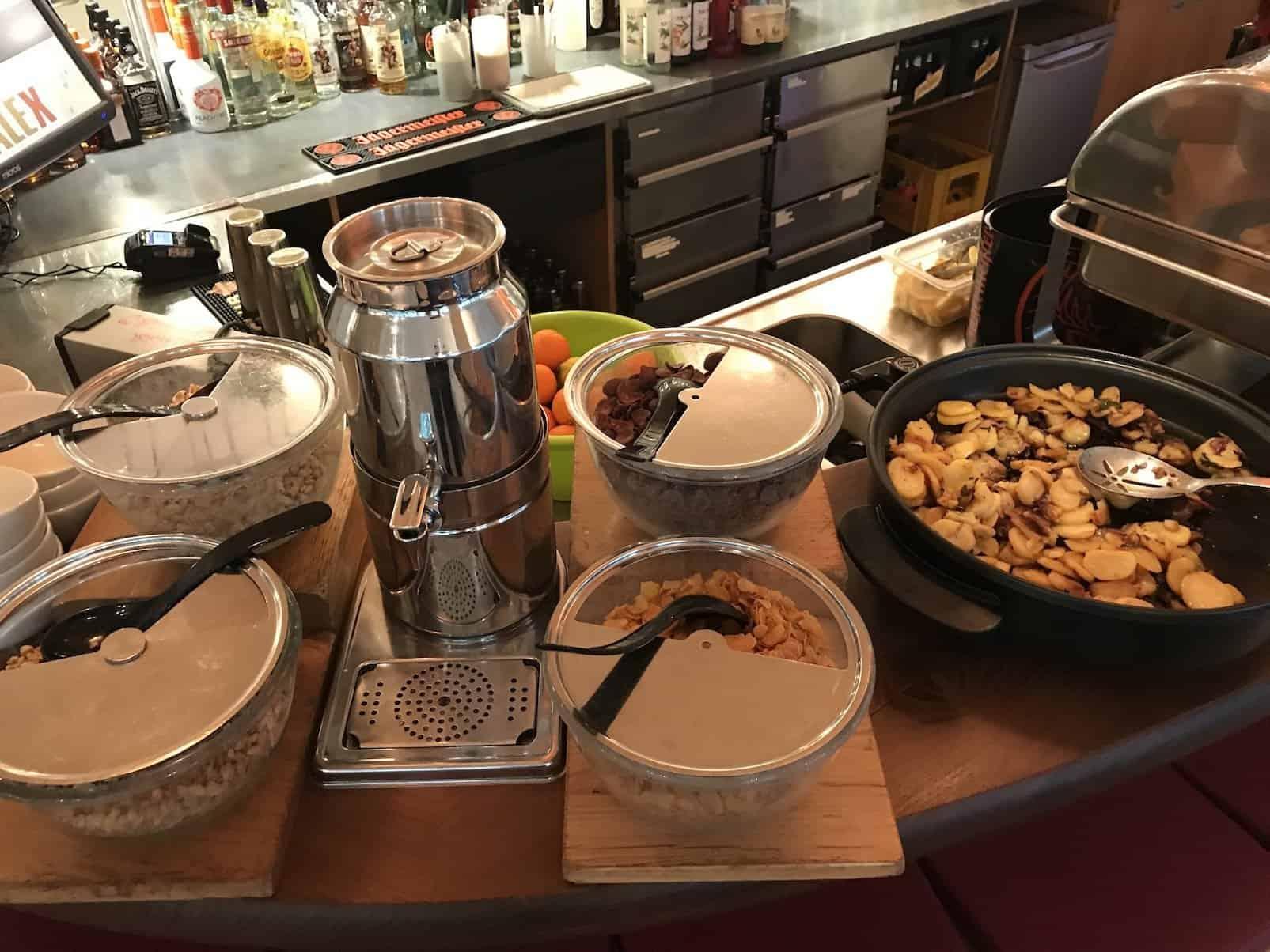 Cornflakes und Co sowie Bratkartoffeln im Alex am Potsdamer Platz