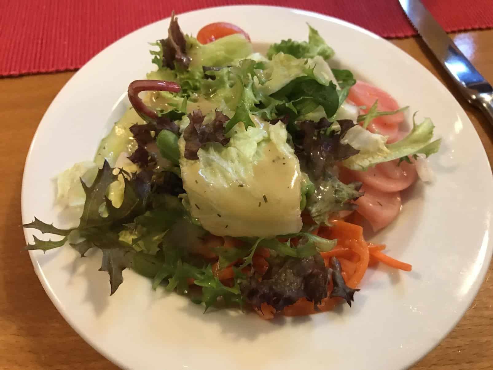Kleiner Salat vorneweg zu fast allen Gerichten im Zum Spätzleschwob