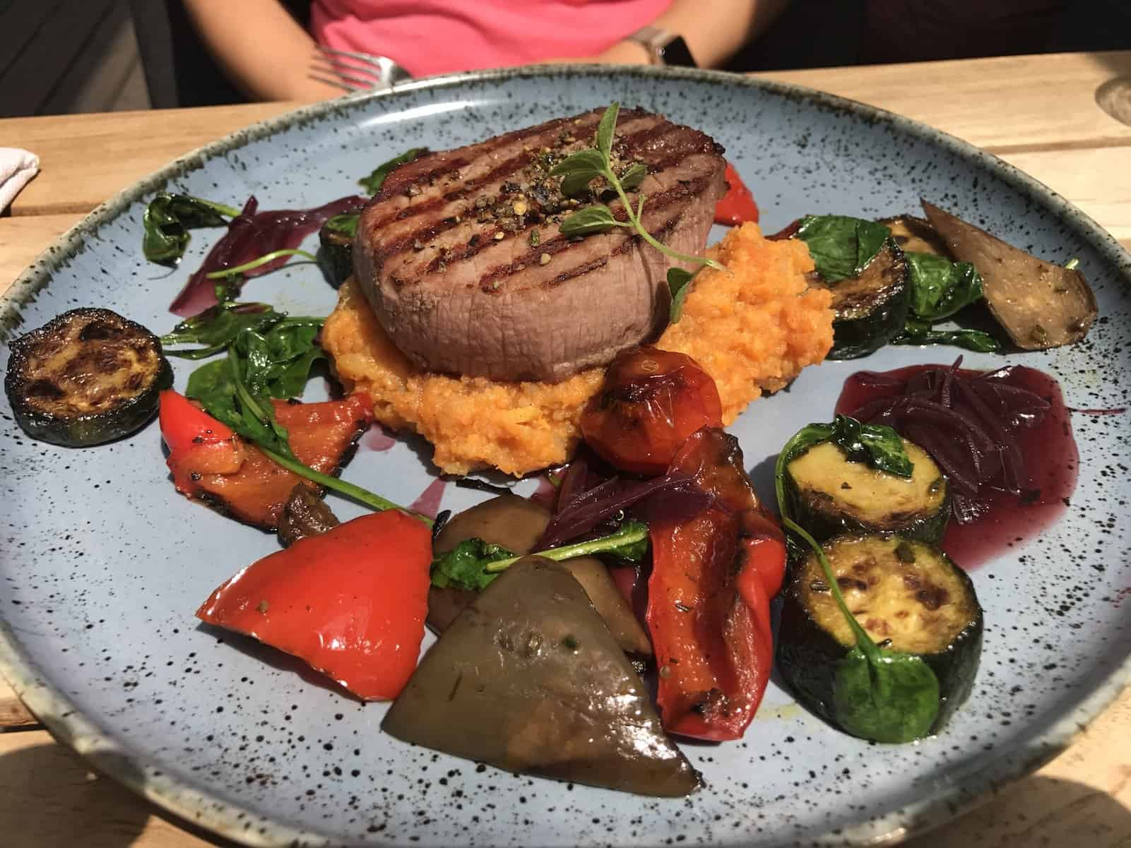 Steak mit Gemüse  im Liebesbier Bayreuth