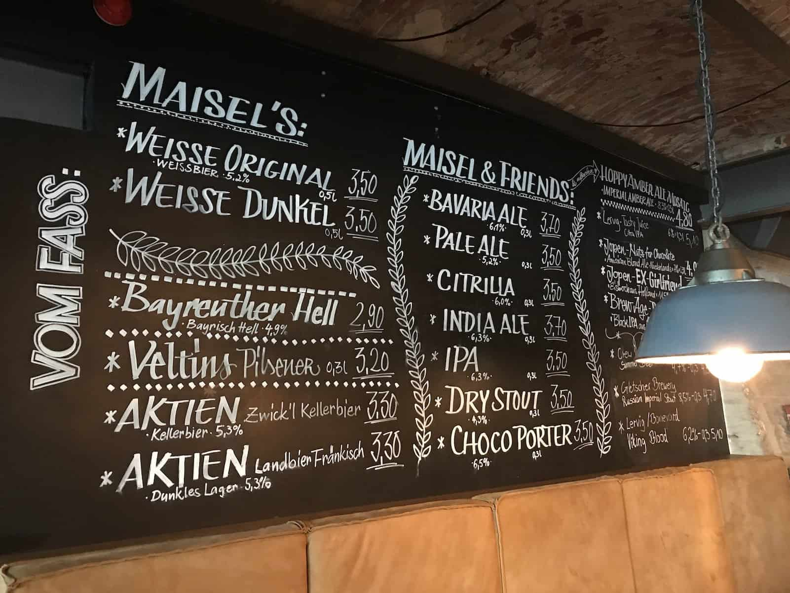 Tafel mit Bieren vom Fass im Liebesbier Bayreuth