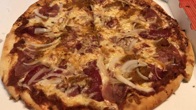 Pizza Americana mit zusätzlicher Salami und Zwiebeln von Alsandebad Grill, Pizza & Kebaphaus Stuttgart