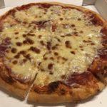 Pizza Salami von Big Gago Stuttgart mit zusätzlich Schinken und Mozarella im Pizza Lieferdienst Test