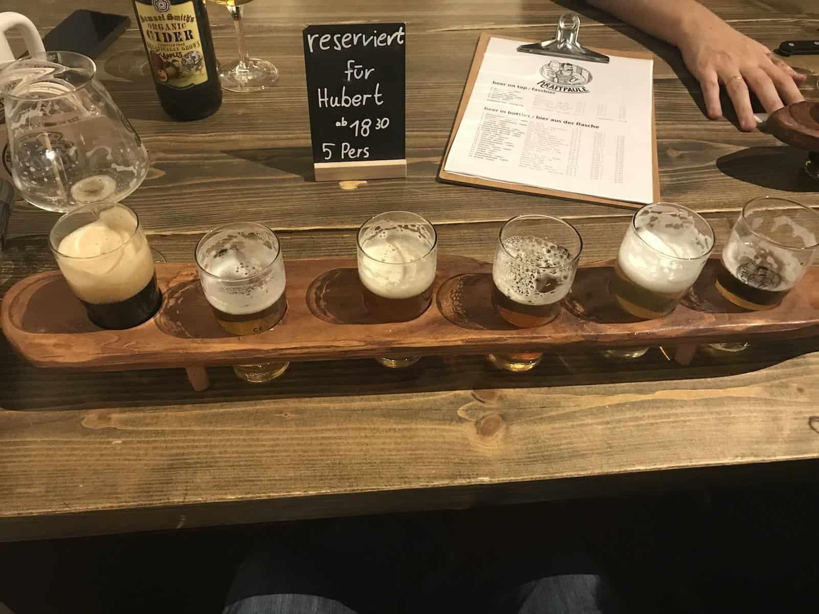 Tasting Tray mit den Bieren vom Fass im Kraftpaule Stuttgart