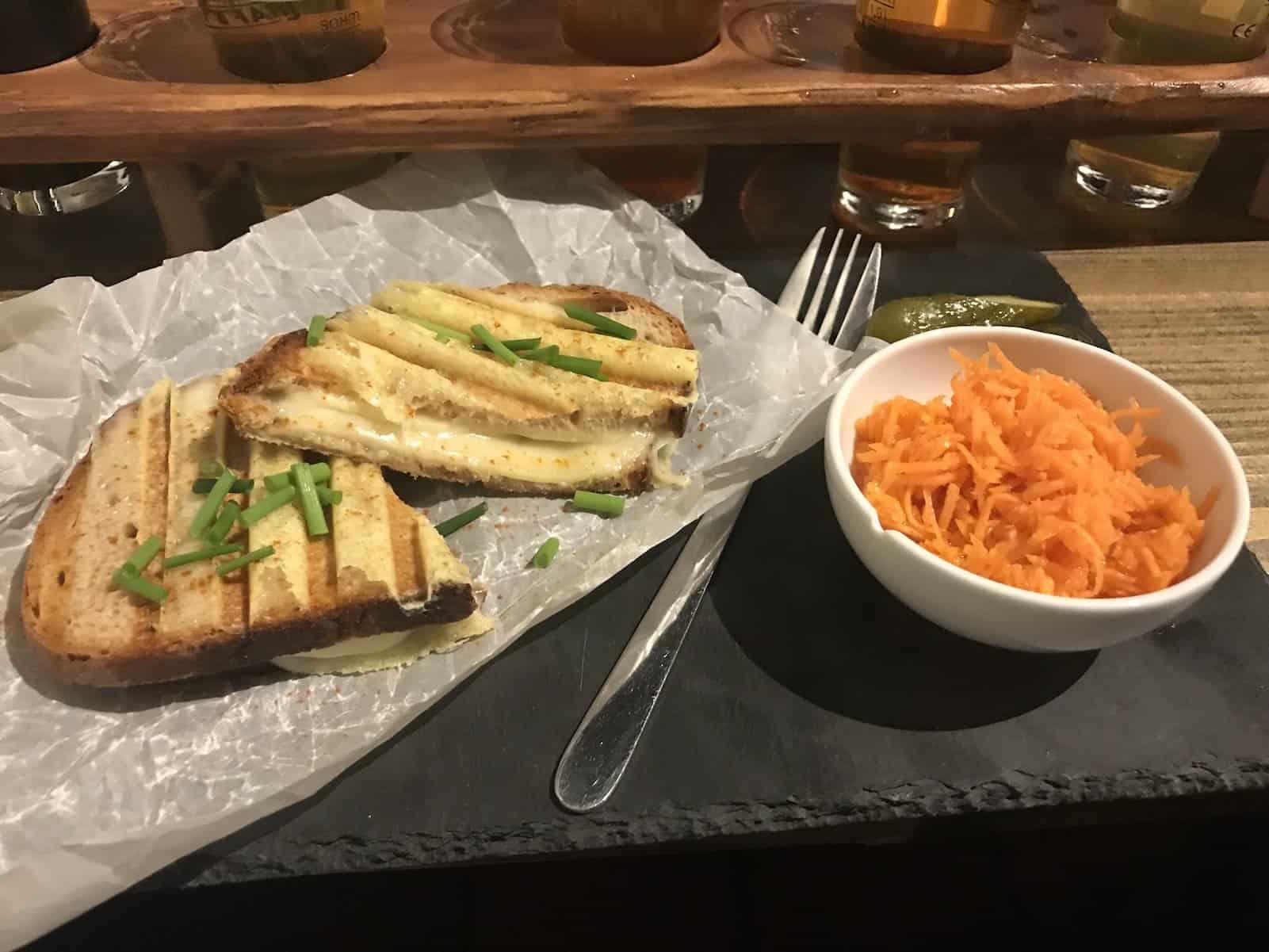 """""""Double Cheese Overkill"""" - Sandwich mit Käse"""
