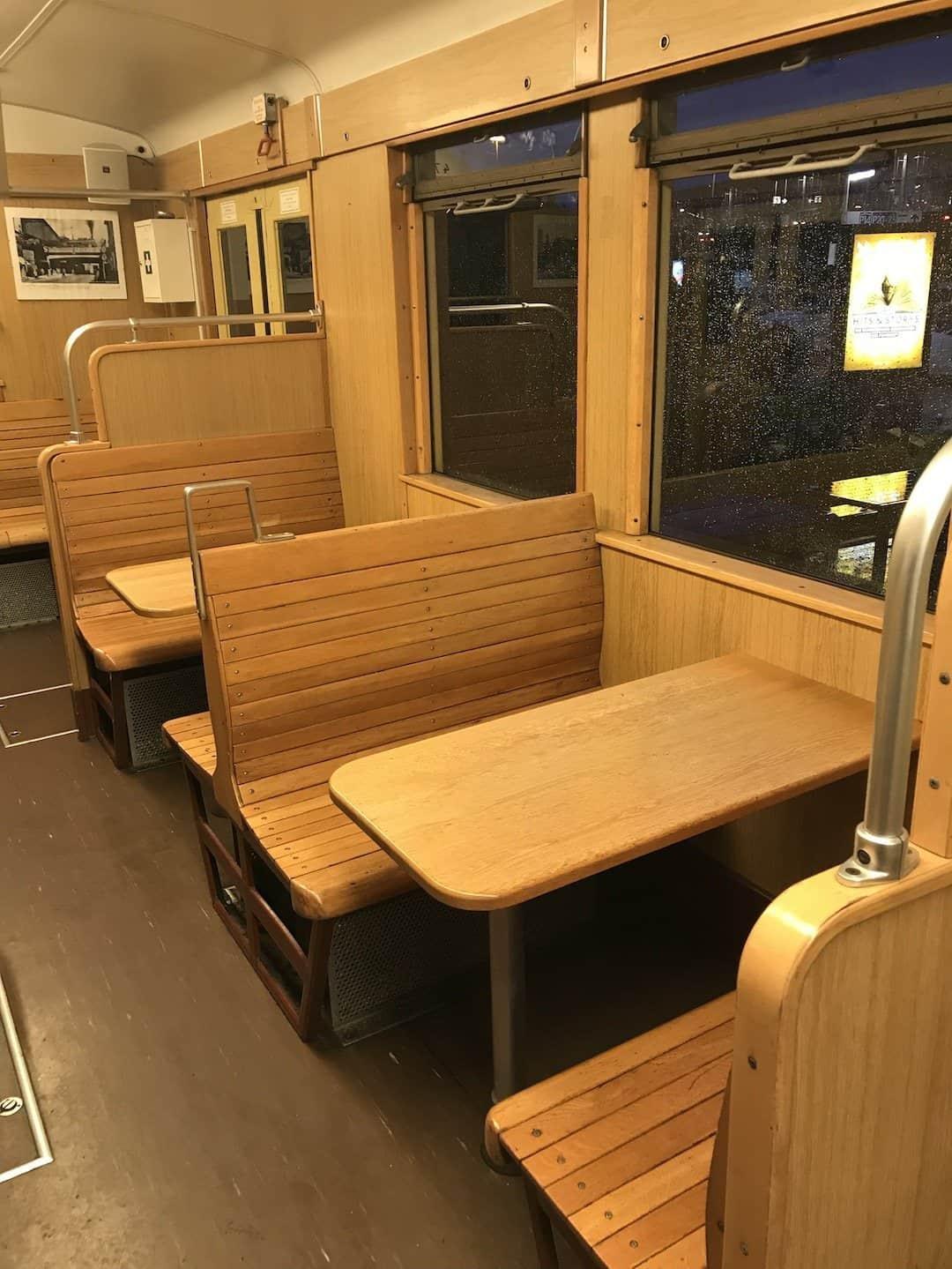 Inneneinrichtung des EsS-Bahn - sehr schlicht gehalten