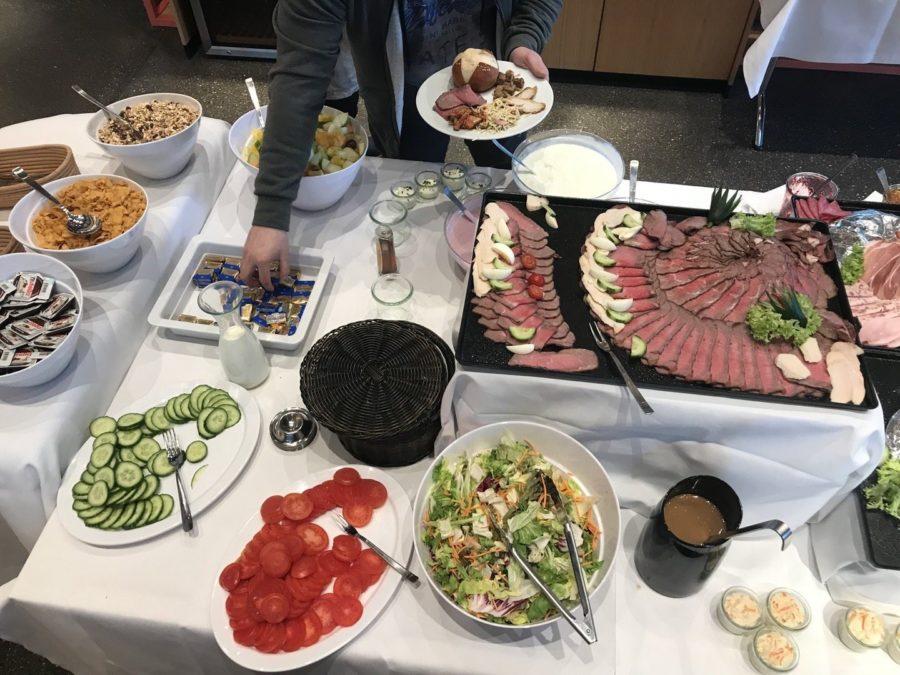 Noch mehr Buffet im Gaumentanz, unter anderem Roastbeef und Salate