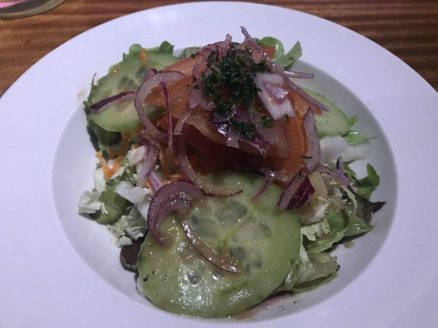 Großer Salatteller als Beilagensalat zum Schnitzel im Bernstein