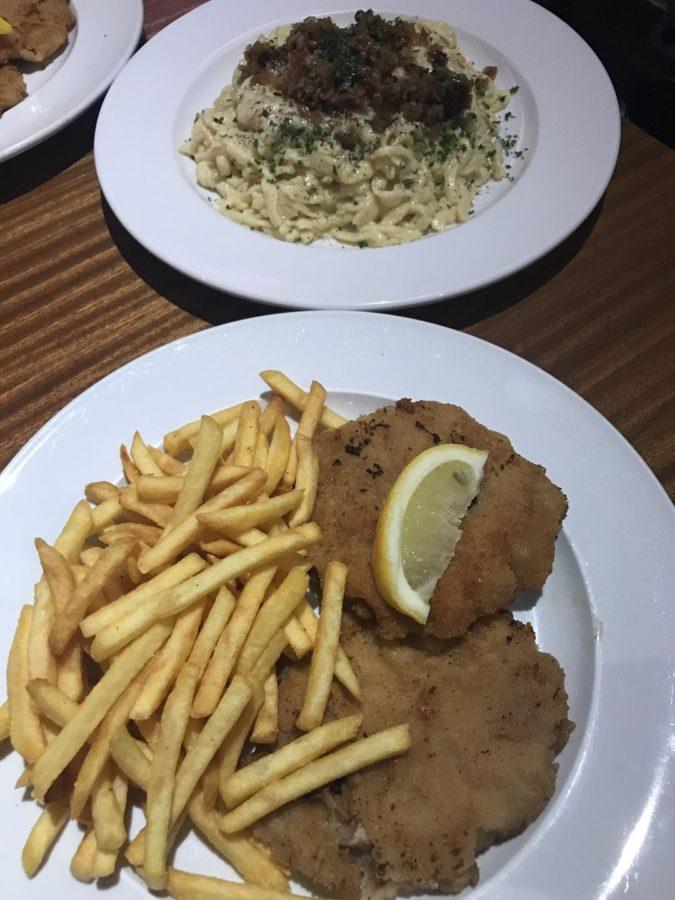 Schnitzel und Kässpätzle im Bernstein Stuttgart