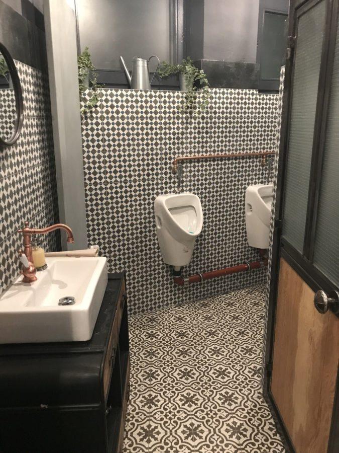 Blick in die Herrentoilette im Gasthaus Bären Stuttgart