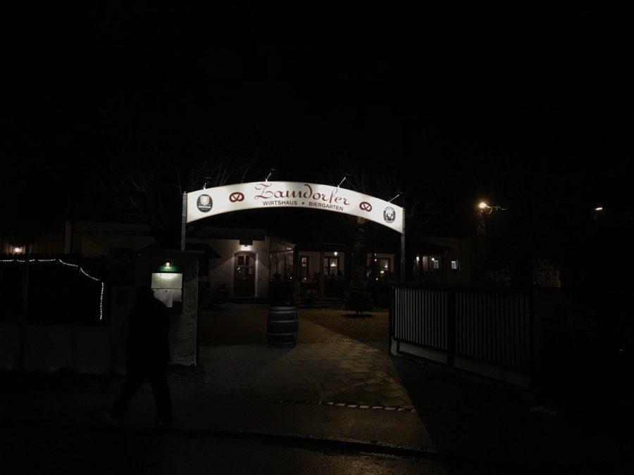 Eingang in den Biergarten und zum Restaurant Zamdorfer