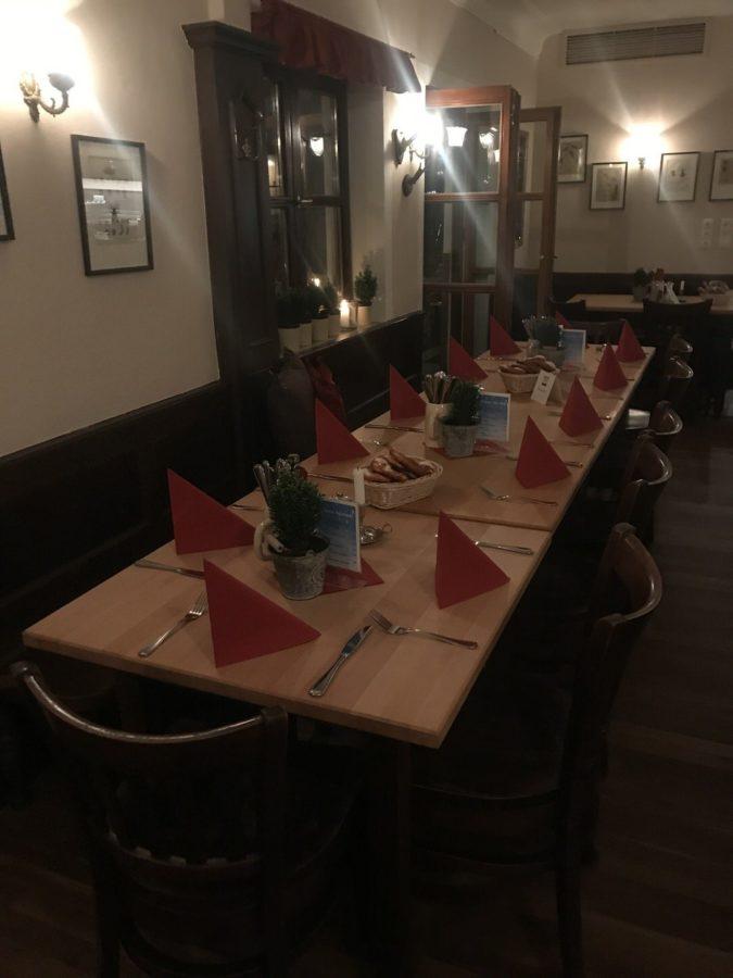 Nett eingedeckte Tische im Zamdorfer München