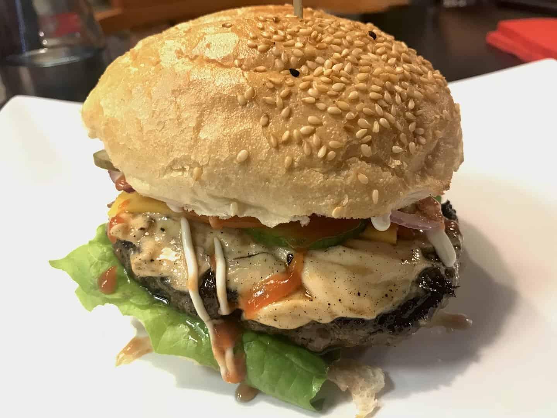 Cheeseburger, 200 g, im BF Burger Kornwestheim