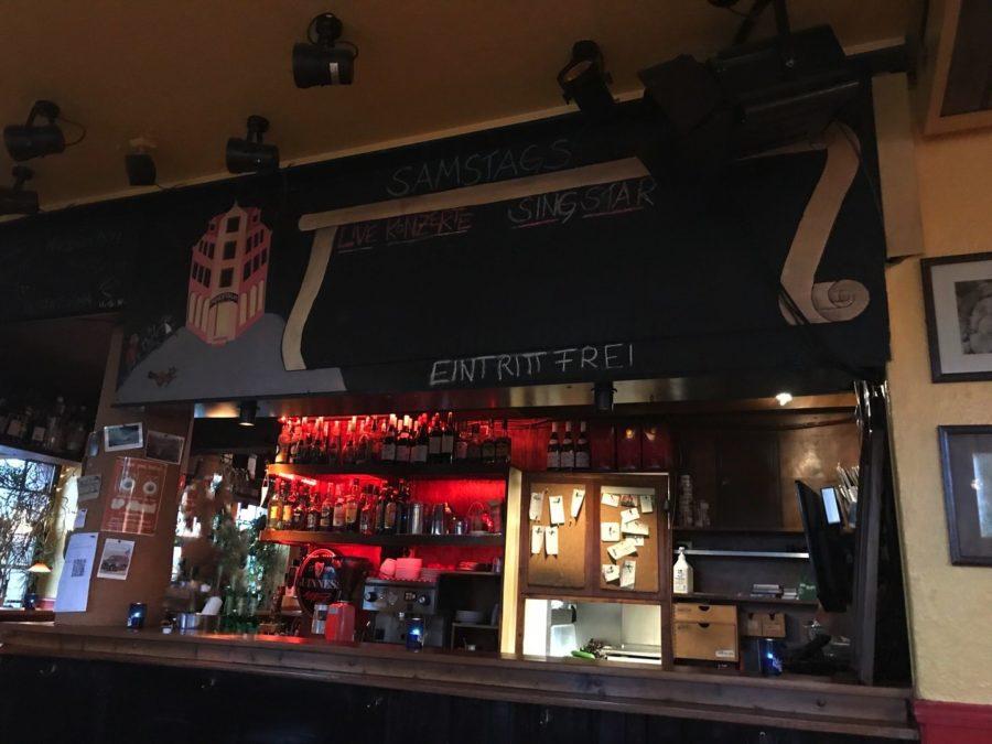 Ein Blick an die Bar im Panoptikum