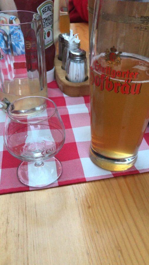 Es gab Schnaps... und eher mittelprächtiges Bier. Höflich ausgedrückt. Nicht mein Geschmack...