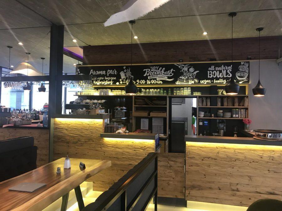 Blick auf die Bar des Apanaya Stuttgart - sehr stylisch, gefällt mir gut