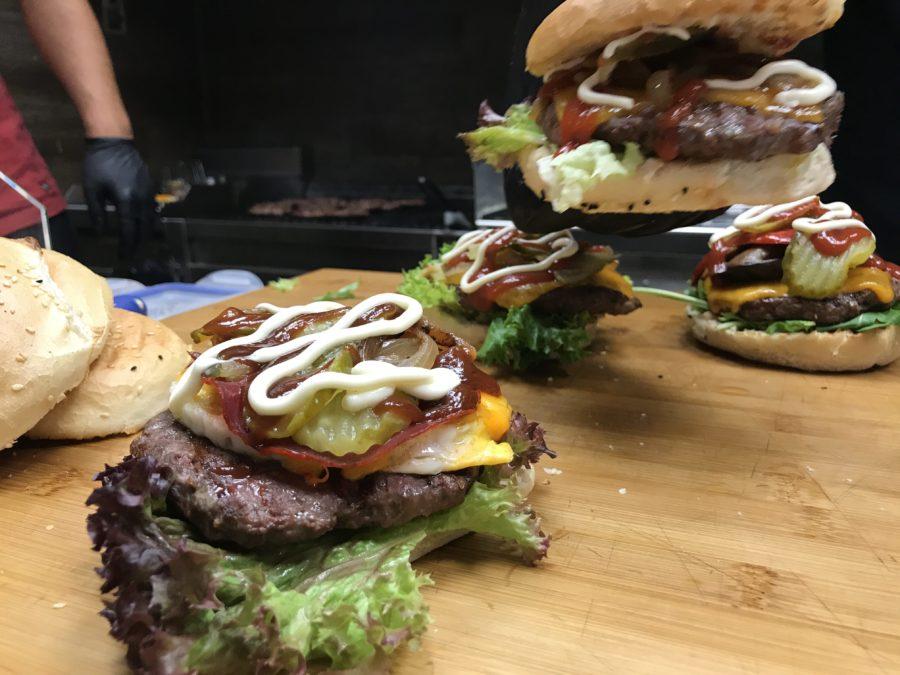 Unsere Burger werden zubereitet im Bonema's Burger Waiblingen