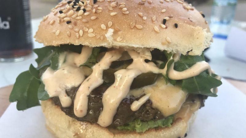 Chili Cheese Burger im Eat a Cut in Stuttgart Wangen
