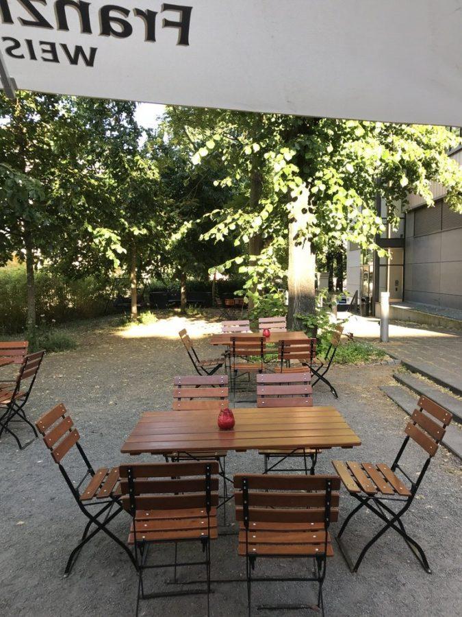 Noch gab es freie Tische im Biergarten des Mephisto Magdeburg