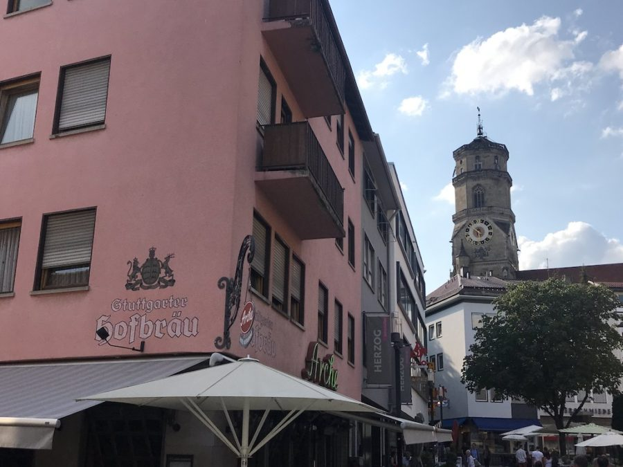 Das Hotel Restaurant Arche mit der Stiftskirche im Hintergrund