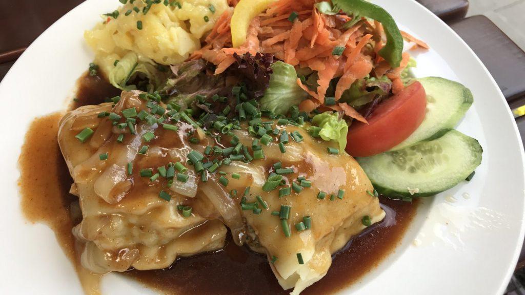 Maultaschen mit Salat im Sutsche Stuttgart