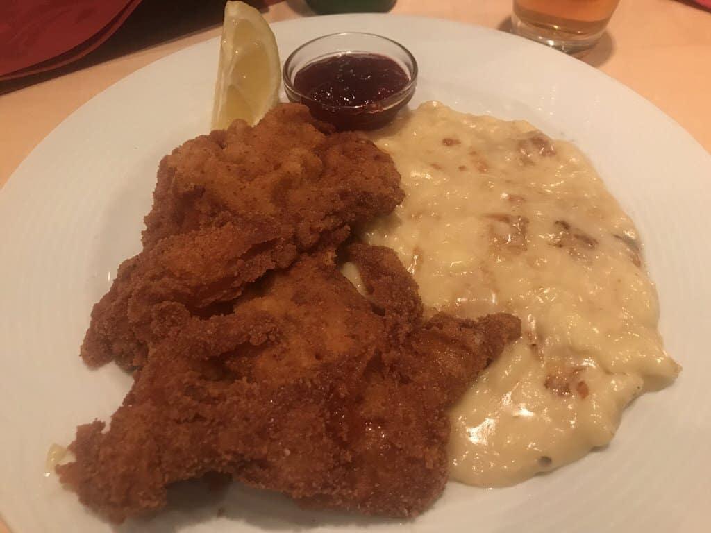Wiener Schnitzel mit grandiosen Kässpätzle mit Innsbrucker Restaurant Fischerhäusl