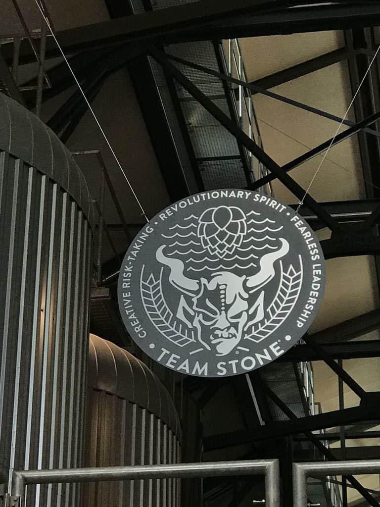 Gargoyles wachen über das Bier bei Stone Brewing Berlin